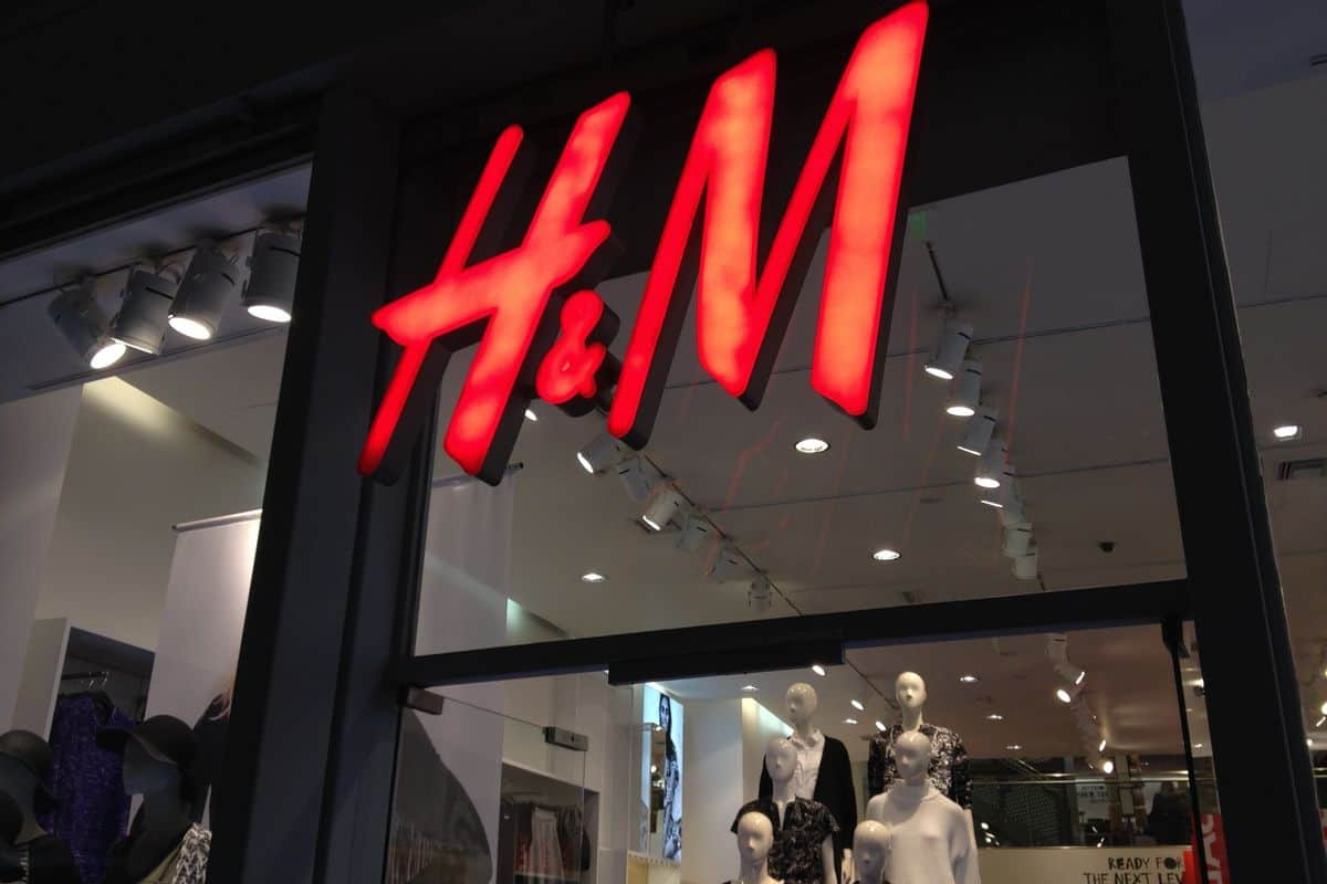 Your H&M Addiction Impacting Environment - Breaking It Now